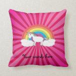 Unicornio en las nubes en resplandor solar rosado cojin