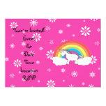 Unicornio en los copos de nieve rosados de las invitación personalizada