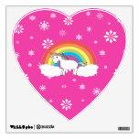 Unicornio en los copos de nieve rosados de las nub