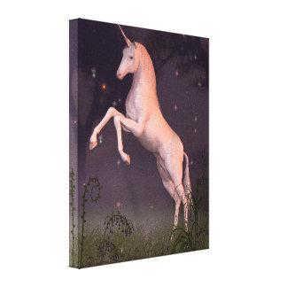 Unicornio en un claro iluminado por la luna del bo impresiones en lona