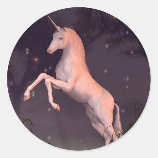 Unicornio en un claro iluminado por la luna del bo pegatinas