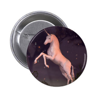 Unicornio en un claro iluminado por la luna del bo pin