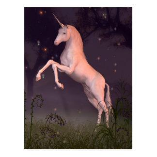 Unicornio en un claro iluminado por la luna del tarjetas postales