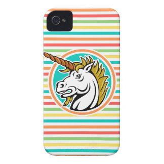 Unicornio enojado, rayas brillantes del arco iris iPhone 4 Case-Mate fundas