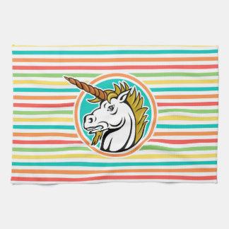 Unicornio enojado, rayas brillantes del arco iris toalla de mano