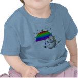 Unicornio lindo con un paraguas camisetas