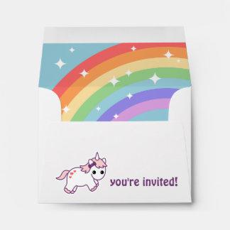 Unicornio lindo del arco iris sobres