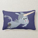 Unicornio lindo del dibujo animado en una almohada