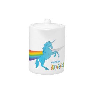 Unicornio mágico con el arco iris