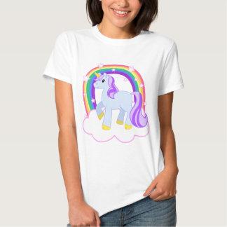 Unicornio mágico lindo con el arco iris poleras