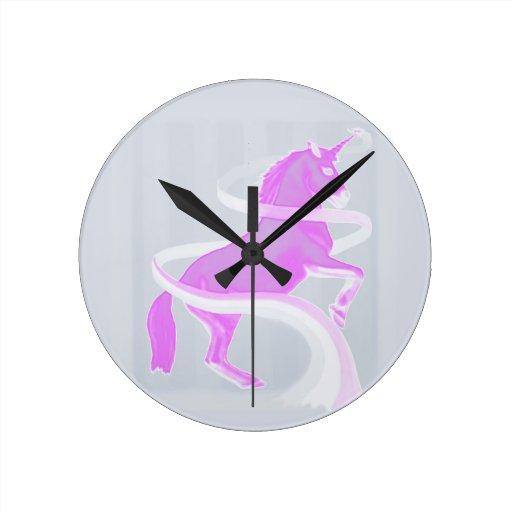 Unicornio mágico reloj redondo mediano