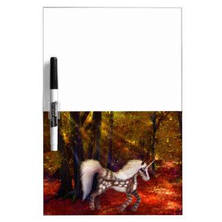Unicornio manchado otoño pizarras blancas