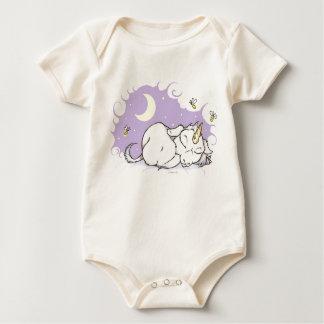 Unicornio místico el dormir de las reflexiones traje de bebé
