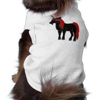 Unicornio negro con la melena roja playera sin mangas para perro