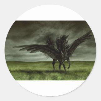Unicornio negro en campo abierto pegatina redonda