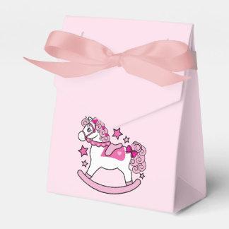 Unicornio oscilante con la melena y la cola cajas para regalos de boda
