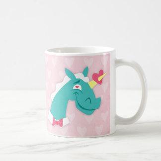 Unicornio pegado por el amor taza clásica