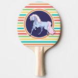 Unicornio púrpura en rayas brillantes del arco pala de tenis de mesa