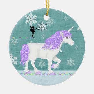 Unicornio púrpura y blanco personalizado y hada adorno navideño redondo de cerámica