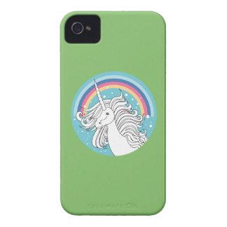 Unicornio rodeado por verde del arco iris y de los iPhone 4 Case-Mate protectores