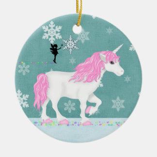 Unicornio rosado, blanco mágico personalizado y adorno navideño redondo de cerámica