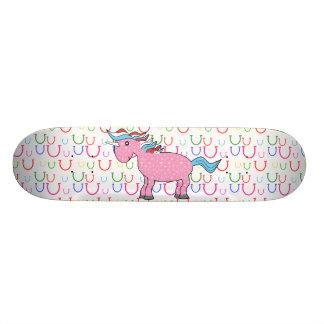 Unicornio rosado con las estrellas blancas patín personalizado