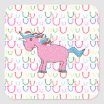 Unicornio rosado con las estrellas blancas calcomanía cuadradas personalizadas