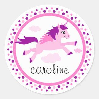 Unicornio rosado con nombre personalizado alas etiqueta