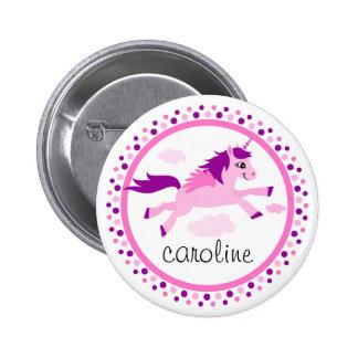 Unicornio rosado con nombre personalizado alas pin redondo de 2 pulgadas