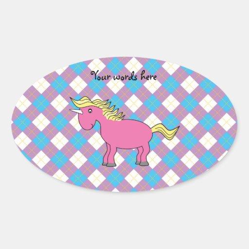 Unicornio rosado en fondo del argyle pegatinas óval personalizadas