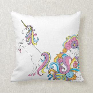 Unicornio y almohada de tiro de los arco iris