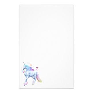 Unicornio y mariposas del arco iris papelería de diseño
