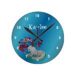 Unicornio y nombre personalizado flores relojes