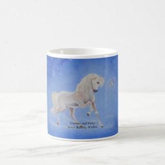 Unicornio y taza de café de la hada