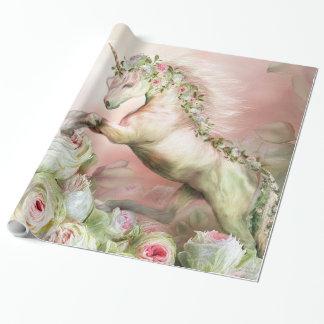 Unicornio y un papel de regalo color de rosa del