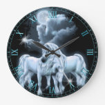 Unicornios en el reloj de pared del claro de luna