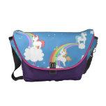 Unicornios lindos y arco iris bolsa de mensajería