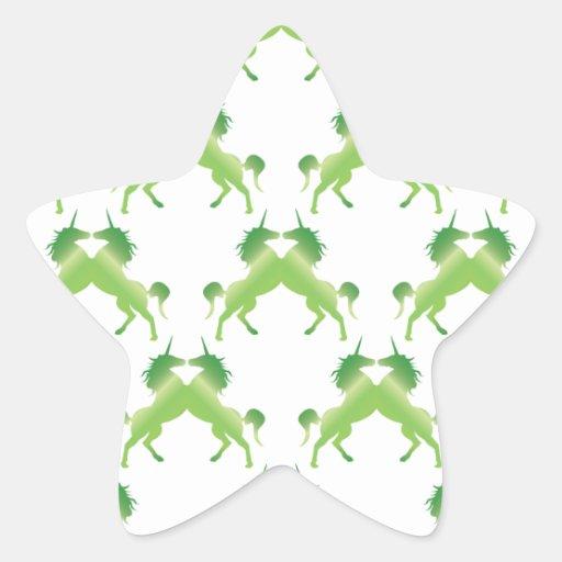 Unicornios verde oscuro del trébol pegatina en forma de estrella