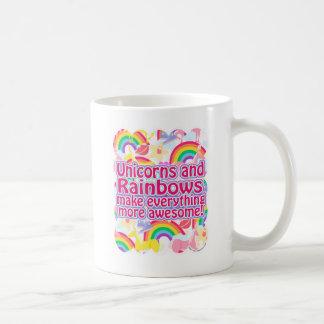 Unicornios y arco iris taza básica blanca