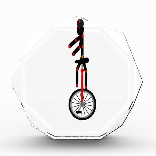 Unicycle fantástico en el circo