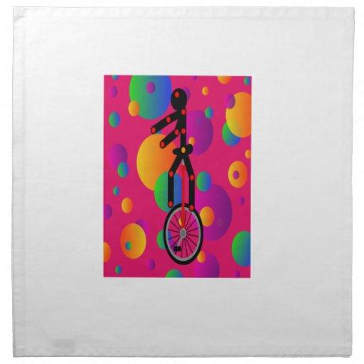 Unicycle fantástico en el circo con el fondo servilletas