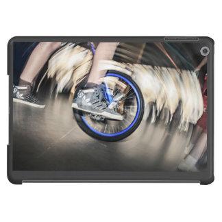Unicycle temático, hombre que muestra trucos en un funda para iPad air