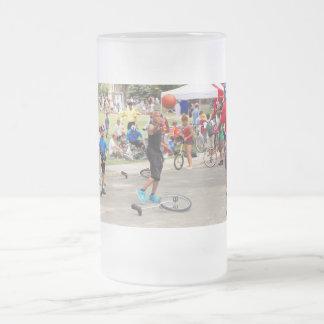 Unicyclist - baloncesto - reglas de la calle taza de cristal