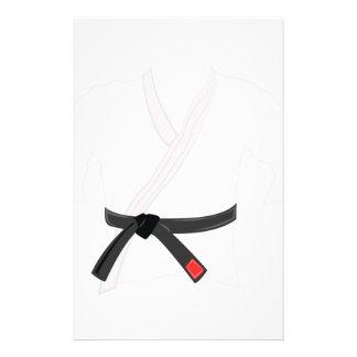 Uniforme del karate papelería de diseño