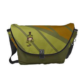 Uniforme militar apuesto de la rana y la bolsa de  bolsas de mensajería