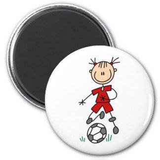 Uniforme rojo del fútbol del chica imán redondo 5 cm