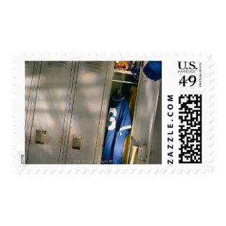 Uniforme y equipo del béisbol en armario timbres postales