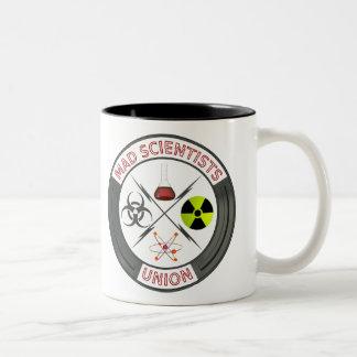 Unión enojada de los científicos taza de dos tonos