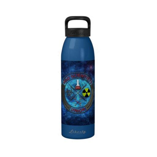 Unión enojada del científico botella de beber