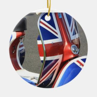 Union Jack en un ornamento de la vespa de motor Adorno Navideño Redondo De Cerámica